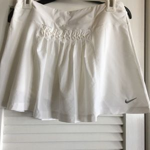 Nike Dri-Fit White Pleated Tennis/ Golf Skorts -XL